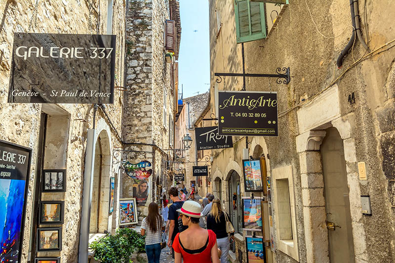 St Paul De Vence: typical narrow street with tourists and art shops in St Paul de Vence, France. It is a popular destination for a large number of artists, poets and writers