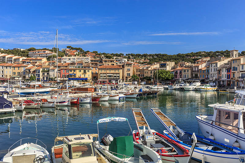 Cassis is a small town gathered around the harbor, situated in the Provence-Alpes-Côte d'Azur region in southern France. It is famous for its landscapes, for the cliffs and the Calanques, sheltered inlets accessible with boats or by long walks.